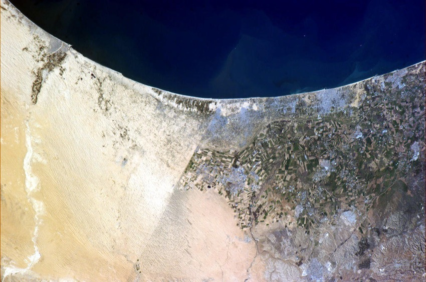 A rare space sight. Most borders are invisible from orbit. This one between Egypt and Israel isn't