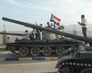 Αντίπαλοι των Χούτι με σημαία της Ν. Υεμένης